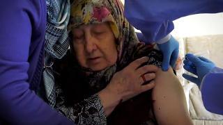 Bakan Koca, 85 yaş ve üstündekilerin aşı olduğu anları paylaştı