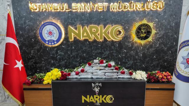 Atatürk Havalimanında gül kolilerine gizlenmiş kokain ele geçirildi