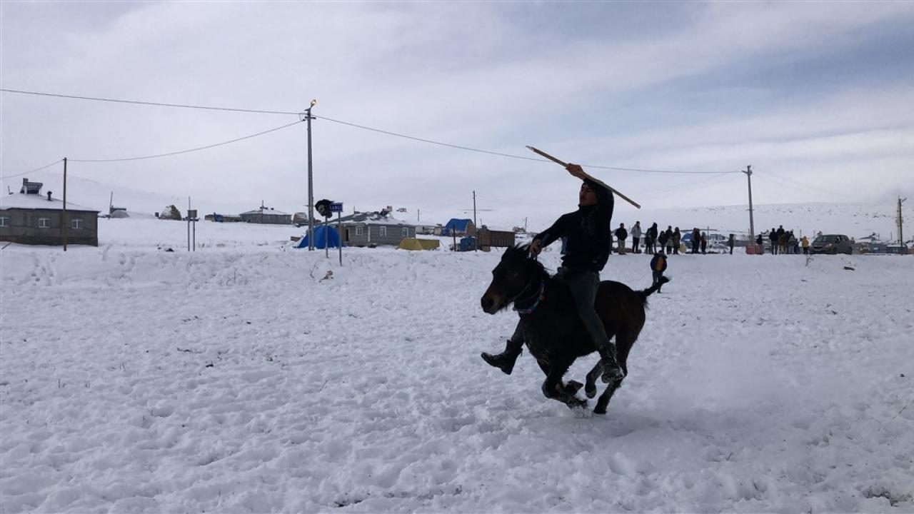 30 santimetre karda cirit şovu