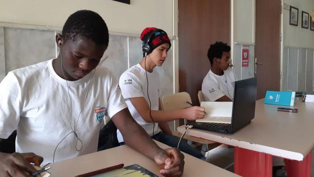 TRT'nin 'Gençler için Gazetecilik' eğitimleri çevrimiçi yapılıyor