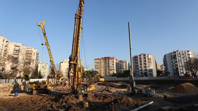 İzmir depremi sonrası acil yıkılan 71 binada inşaat çalışmaları başladı