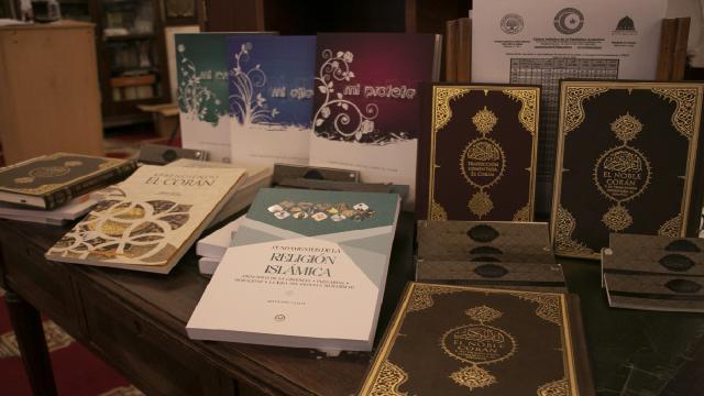 Diyanetten Arjantindeki Müslümanlar için İspanyolca kitap desteği