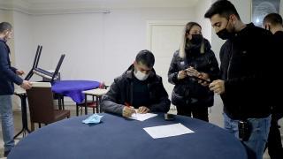 Kısıtlama saatlerinde kumar oynayan 7 kişiye 44 bin lira ceza