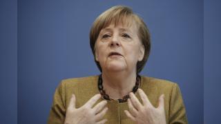 Merkel: ABD'nin doğalgaz yapımındaki firmalara yaptırım getirmesi doğru değil
