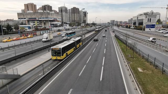 İBBnin 100 metrobüs alımı ihalesi yapıldı