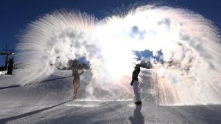 Palandöken'de kar manzaraları: Havaya atılan sıcak su kristalleşti