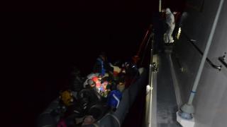 Lastik botla sürüklenen 21 sığınmacı kurtarıldı