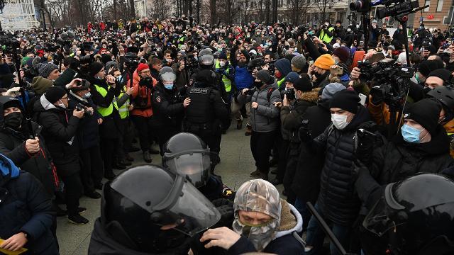 Rusyada Navalny taraftarları sokağa döküldü