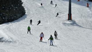 Cıbıltepe Kayak Merkezi'nde yarıyıl tatili yoğunluğu yaşanıyor