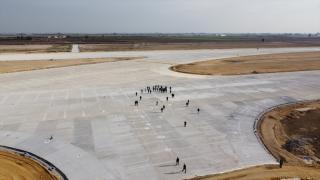 Hazine ve Maliye Bakanı Elvan, yapımı süren Çukurova Havalimanı'nı inceledi