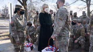 First Lady Biden'dan Ulusal Muhafızlar'a 'bisküvili' özür