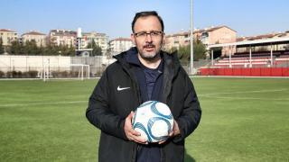 Bakan Kasapoğlu: Spor seyircisiyle güzel