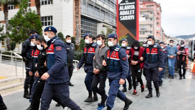 Antalyada uyuşturucu operasyonu: 25 kişi adliyeye sevk edildi