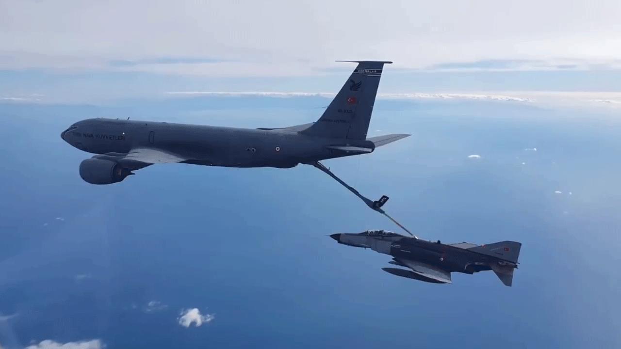 Doğu Akdeniz'de jetlerle eğitim