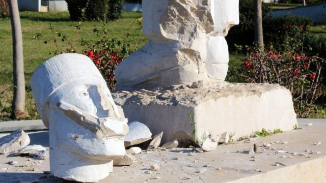 Antalyada 3 heykel daha tahrip edildi