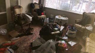 İzmir'de girdikleri evde 4 gün kalıp ziynet eşyalarını çalan şüpheliler tutuklandı