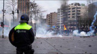 Hollanda'da kısıtlama karşıtları sokaklara döküldü