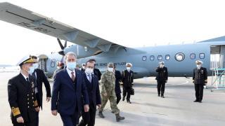Milli Savunma Bakanı Akar, Deniz Kuvvetlerinin yeni uçağında inceleme yaptı
