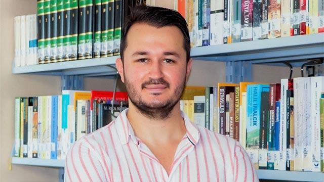 Kavgayı ayırmak isterken bıçaklanan öğretim görevlisi hayatını kaybetti