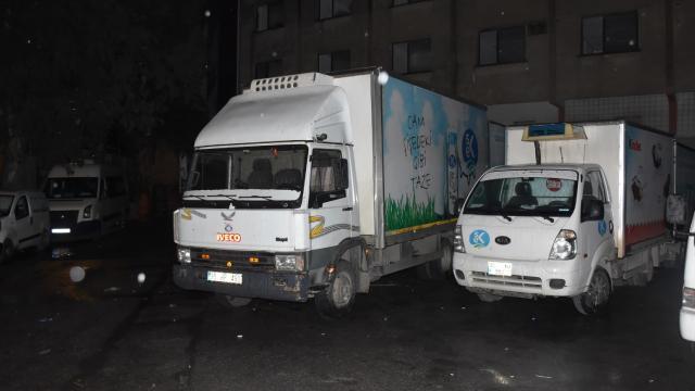 İzmirde park halindeki 9 kamyonetin aküsü çalındı