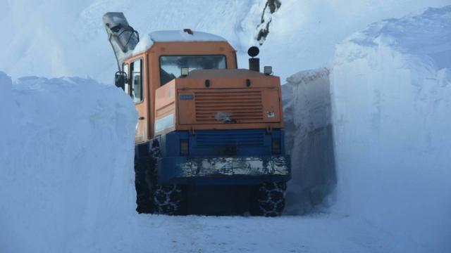 Bitlis kırsalında kar kalınlığı 3,5 metreye ulaştı