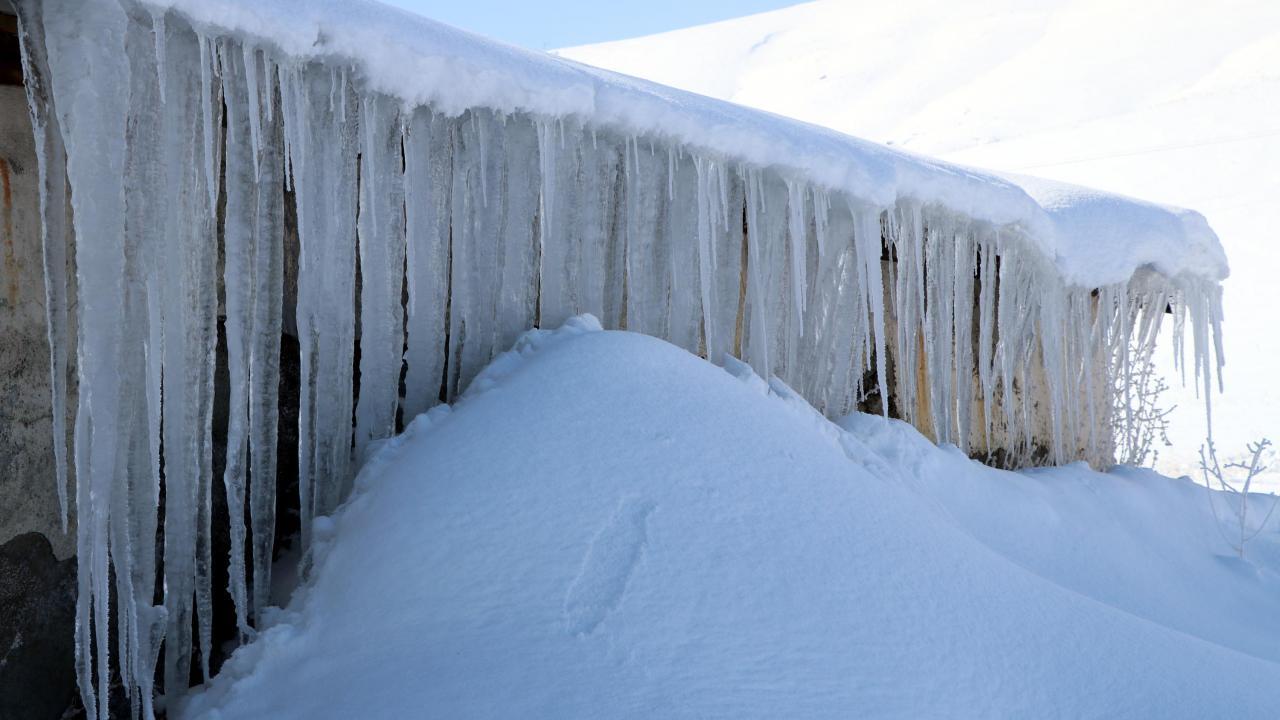Termometreler eksi 39'u gösterdi, her yer buz tuttu
