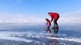Buz tutan Nazik Gölü'nde Sibirya'yı aratmayan görüntüler