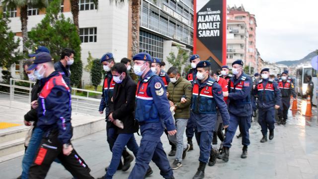 Antalyada uyuşturucu operasyonunda yakalanan 42 şüpheliden 25i adliyede
