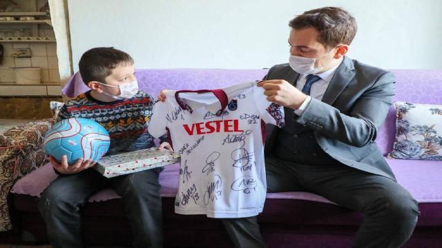 Yetim çocuk Trabzonspor forması hayaline kavuştu