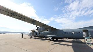 Bakan Akar Deniz Kuvvetlerinin yeni uçağını inceledi