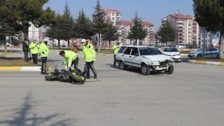 Isparta'da mesaiye giden polis memuru trafik kazasında ağır yaralandı