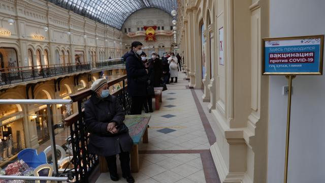 Rusyada aşılama AVMlerde ve tiyatro binasında da yapılıyor