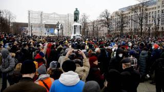 Rusya'da binlerce kişi, Navalnıy'ın tutuklanmasını protesto etti