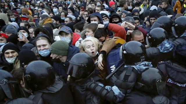 Navalny kararı uluslararası krize dönüştü: Rusyada son durum