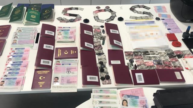 2 binin üzerinde sahte seyahat belgesi düzenleyen kişi tutuklandı