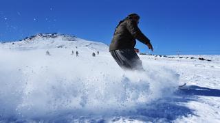 Türkiye'nin en sıcak şehrinde, kayak sezonu başladı