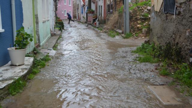 Ayvalıkta şiddetli yağış ve lodos etkili oldu