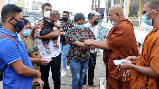 Sri Lanka, COVID-19 kurbanı Müslümanların cesetlerini yakıyor