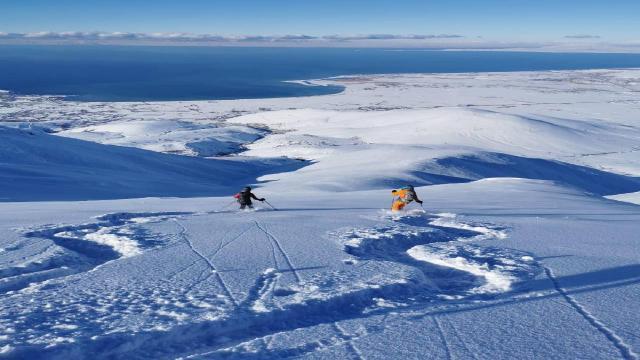 Fransız ve İsviçreli turistler Artos Dağı zirvesinde kayak yaptı