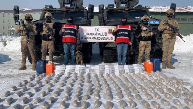 İrandan Hakkariye zehir ticareti: 99 kilo eroin ele geçirildi