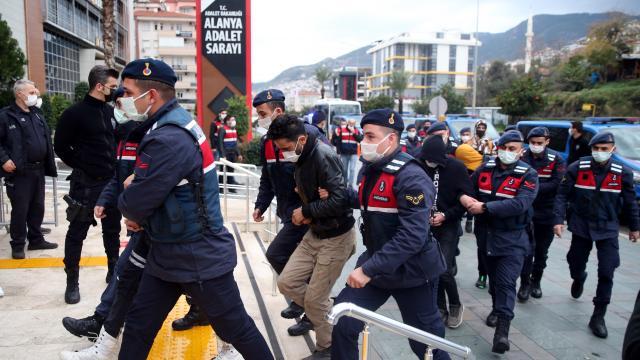 Antalyada uyuşturucu operasyonu: 20 zanlı adliyeye sevk edildi