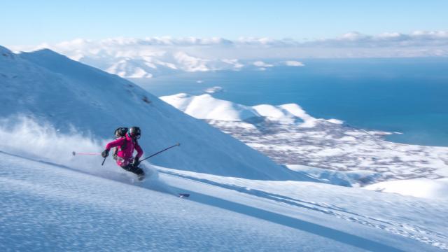 Macerasever turistlerin Artos Dağının zirvesindeki kayak görüntüleri nefes kesti