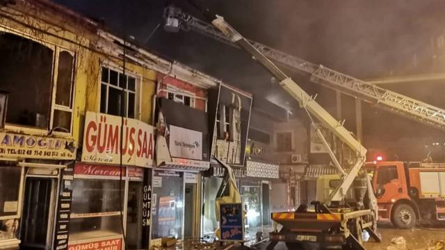 Afyonkarahisarda yangın: İş yerleri zarar gördü