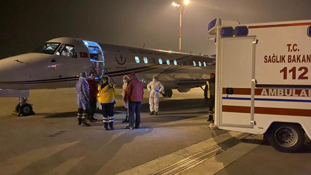 Koronavirüs hastası Hollandadan ambulans uçakla Türkiyeye getirildi