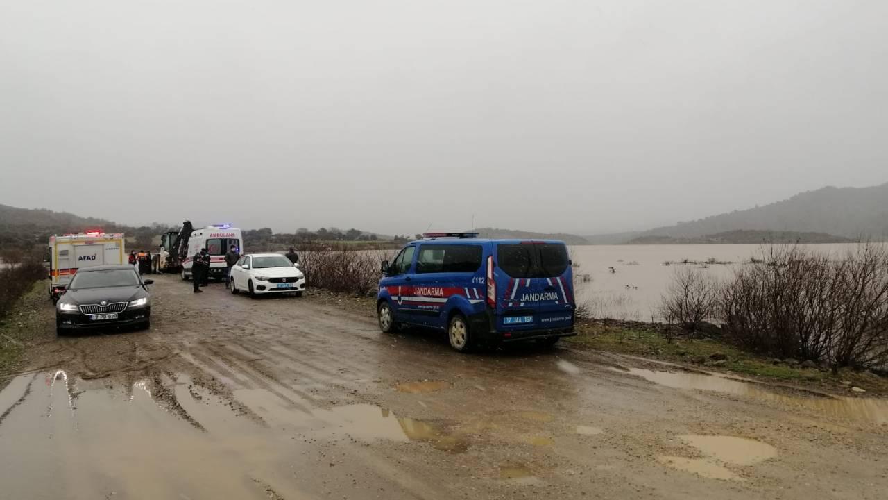 2 kişiyle suya kapıldığı iddia edilen araç aranıyor