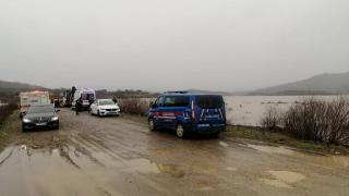 Çanakkale'de suya kapıldığı iddia edilen araç aranıyor