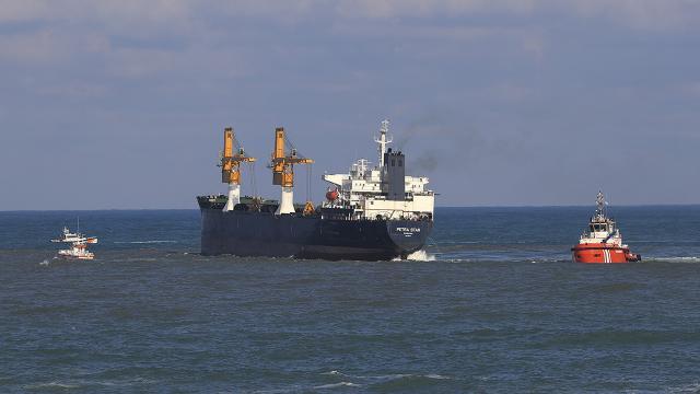 Beykozda kıyıya sürüklenen gemi kurtarıldı