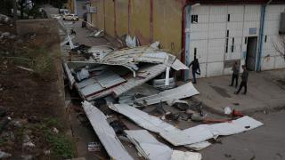 Bursa'yı hortum vurdu: 20 iş yeri zarar gördü