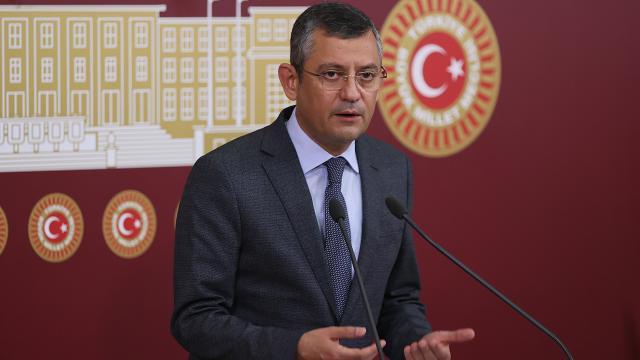Özgür Özel, CHPyi eleştiren milletvekilleriyle görüştü