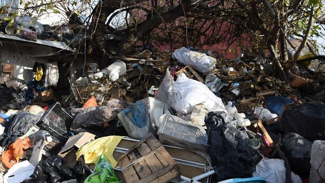 Mersinde çöp evden 30 ton atık çıkarıldı